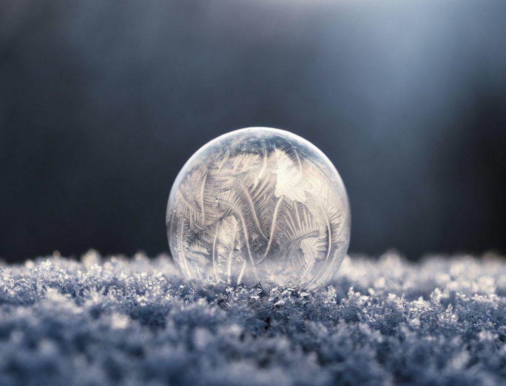 丸い雪結晶の画像