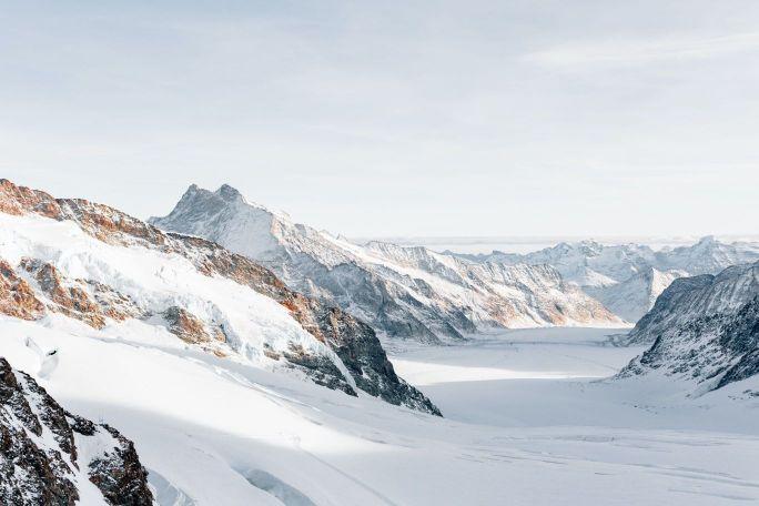 晴れた雪山の画像