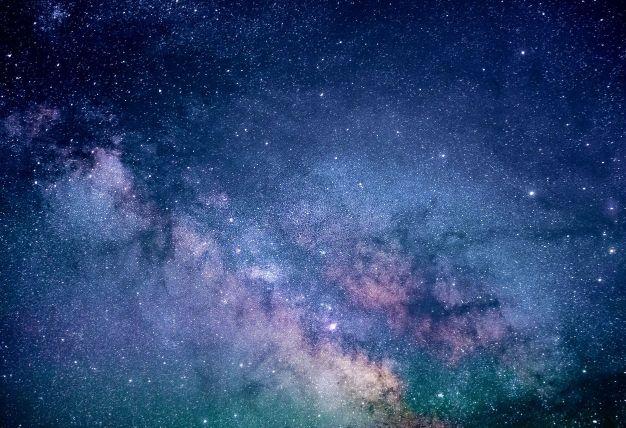 膨大な時間を表す宇宙の画像